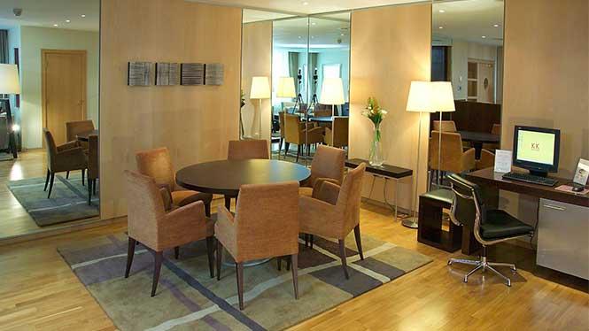 Future Hotel Ausstattung: Arbeiten vom Hotelzimmer aus
